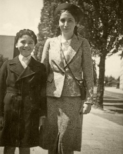 Frankfurt children leaving for Great Britain as part of a children's transport. Departure photos of Ludwig and Elisabeth Calvelli-Adorno before they left for England (photo 1939) © Elisabeth Reinhuber-Adorno