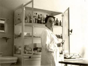 Dr. Antonie Sandels in her medical practice in Heidelberg. (1950's) © Dr. Dieter Herberg