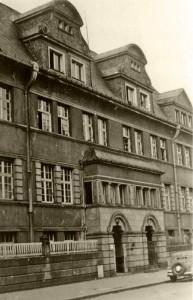 Im Haus Blanchardstraße 22 (linker Eingang) werden Robert Eisenstädt und Tuschi Müller zeitweise versteckt. © Dr. Eugen Kahl
